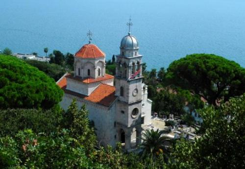 Где лучше отдыхать с детьми в черногории
