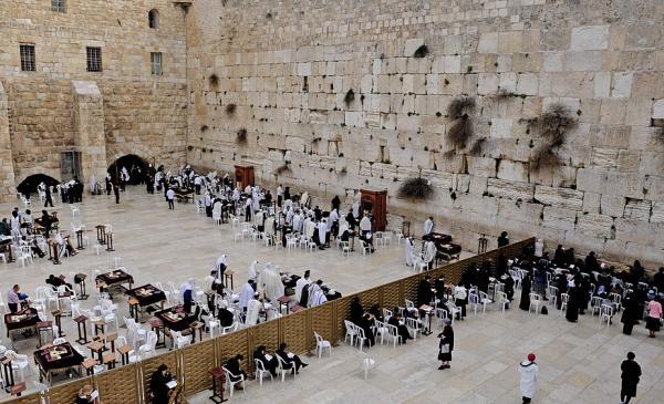 Женщинам разрешили молиться у Стены плача вместе с мужчинами