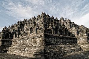 Воплощенная в камне теория и религиозная практика махаяны